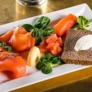 Metropolita Roma | Selezione di salmoni con burro salato d'isigny pane di segale forno roscioli e cream cheese